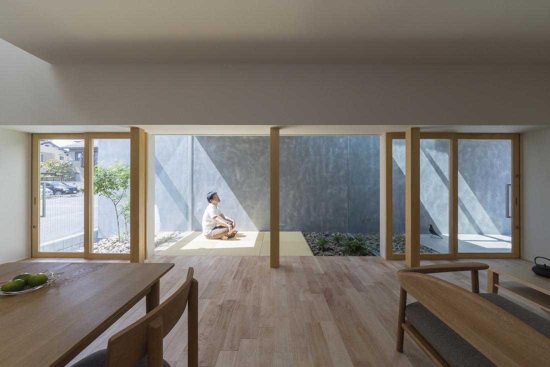 草津の家(外のような中の空間・プライバシーを守りつつ開放的な空間) アイキャッチ画像