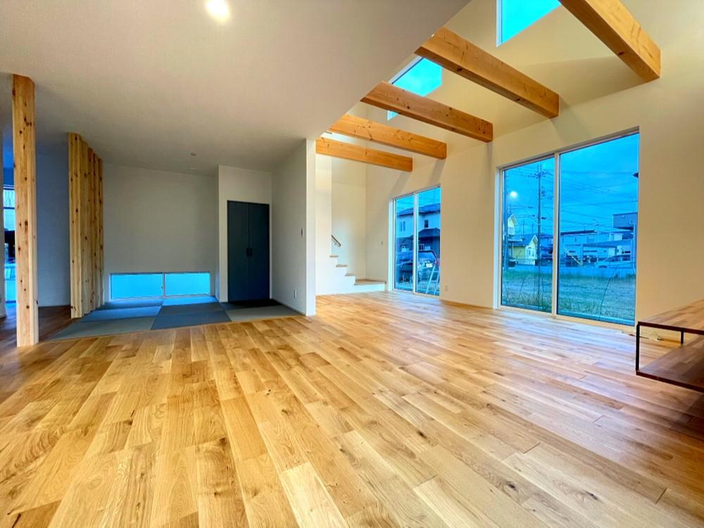 大空間吹抜けのあるゼロエネルギーハウス(HEAT20 G1達成住宅 真冬でも室温を15℃に保ち10℃を下回ることの無い家) アイキャッチ画像