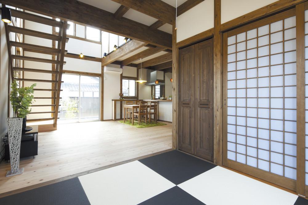 真壁造り×屋上庭園 レトロな雰囲気の木の家【外張断熱工法】 メイン画像