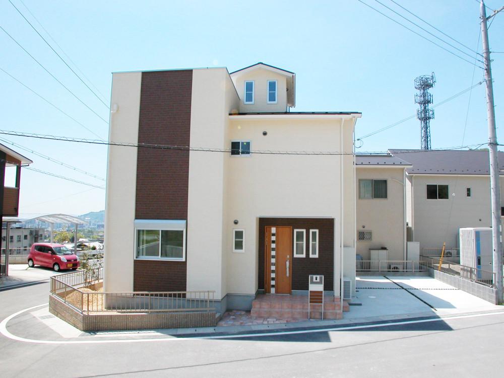 琵琶湖を望む、青空と風の高台の家 アイキャッチ画像